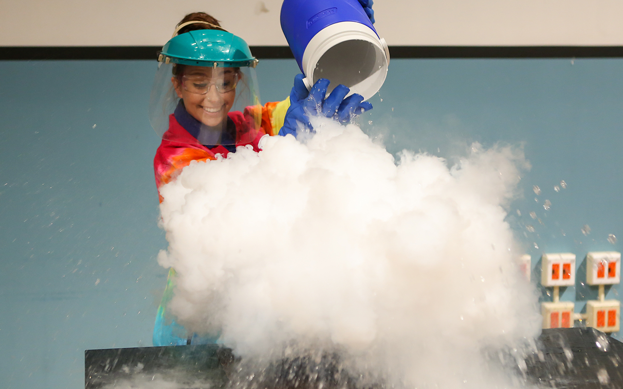 'Tis the season for science during Winter Wonder Days!
